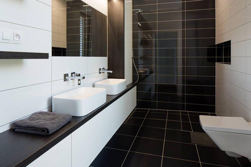 Interiér pasivní dřevostavby v Dubňanech - koupelna