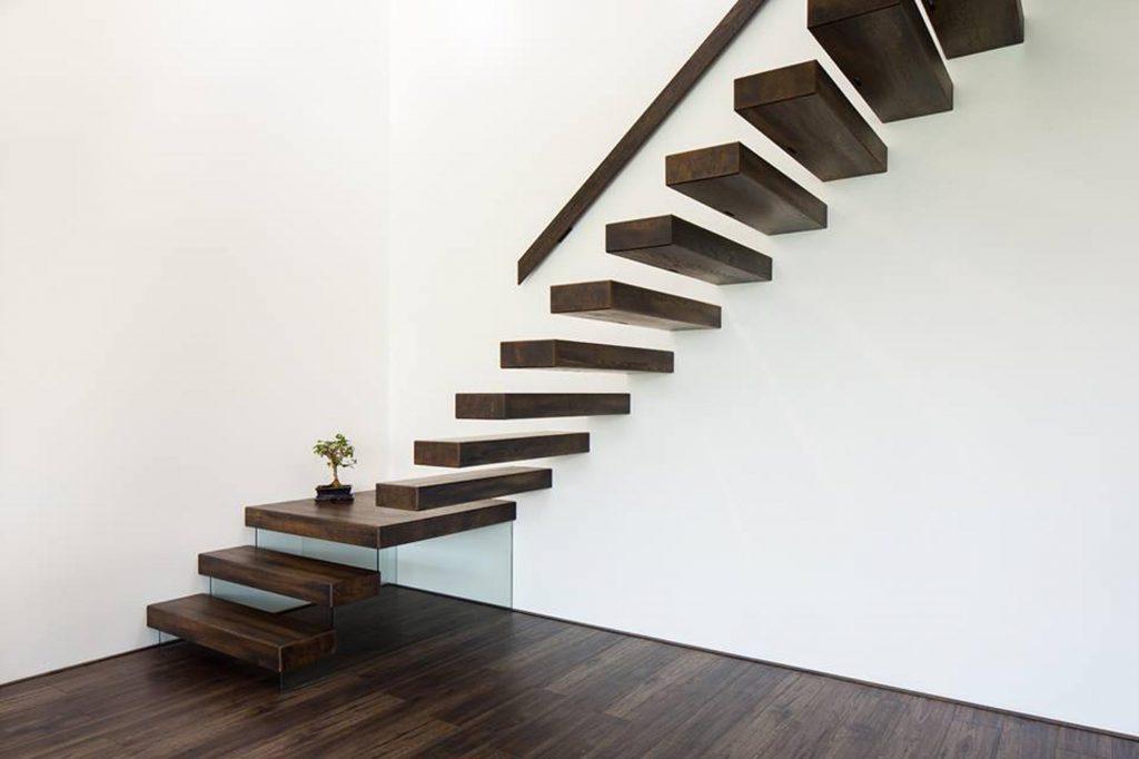 Interiér dřevostavby v Dubňanech - schodiště