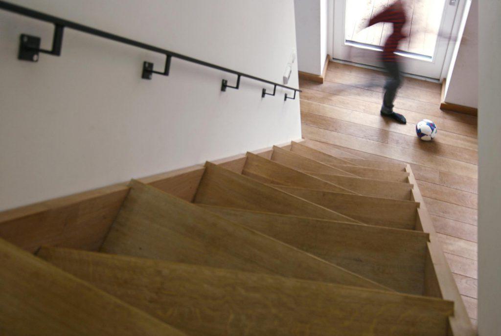Dřevostavba Ochoz u Brna - mlynářské schodiště